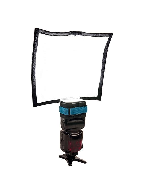 Rogue FlashBender 2 Large Soft Box Kit - El Rogue FlashBender 2 softbox, crea una hermosa luz principal para el retrato porque suaviza la luz, mientras que reduce el contraste y las luces especulares. Cuando se configura como una caja de luz la luz se vuelve más direccional que como reflector, eliminando rebotes y luz reflejada.  El versátil reflector FlashBender 2 Large se puede adaptar a tu flash tanto en tu cámara como en modo off-camera. Como un reflector moldeable, puede ser utilizado como un reflector de flash de rebote, gobo o snoot, para suavizar, dar forma y controlar las luces principales como de fondo, para el cabello, halos o para puntual.  El accesorio Plata / Negro grande es reversible. Con el lado plateado hacia afuera se produce un mayor contraste al ser la superficie más reflectante que la superficie blanca del reflector. El lado negro menos reflexiva actúa como una gran sábana, creando un borde duro con sombras más dramáticos.