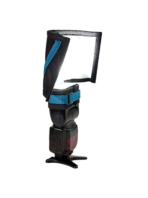 Rogue FlashBender 2 Small Soft Box Kit - El Rogue FlashBender 2 softbox, crea una hermosa luz principal para el retrato porque suaviza la luz, mientras que reduce el contraste y las luces especulares. Cuando se configura como una caja de luz la luz se vuelve más direccional que como reflector, eliminando rebotes y luz reflejada.  El versátil reflector FlashBender 2 Large se puede adaptar a tu flash tanto en tu cámara como en modo off-camera. Como un reflector moldeable, puede ser utilizado como un reflector de flash de rebote, gobo o snoot, para suavizar, dar forma y controlar las luces principales como de fondo, para el cabello, halos o para puntual.